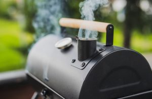 How to use a smoker BBQ in 10 easy steps